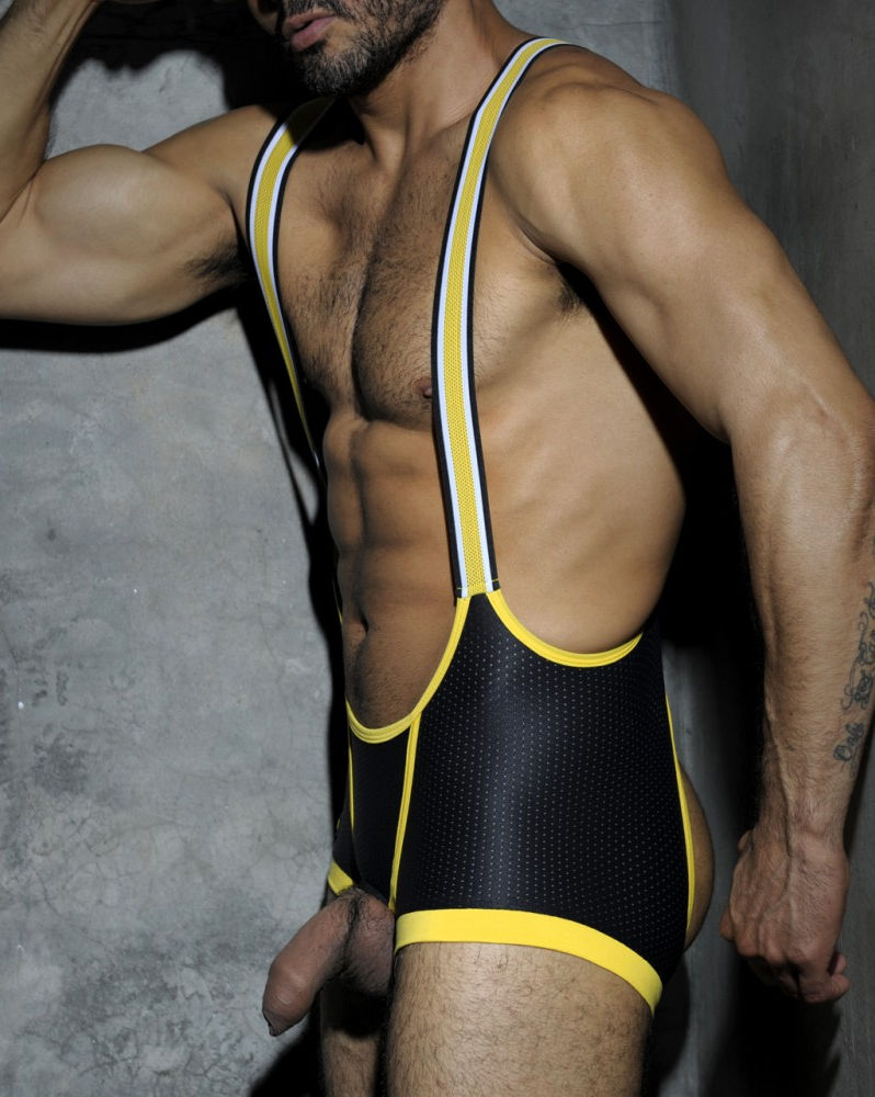 Hombres musculosos en malla sexywear singlets body for Follando en la piscina gay